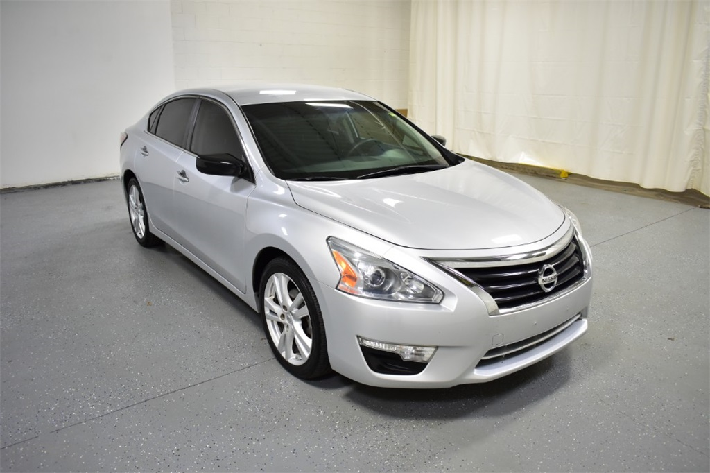 <center><b> Used 2014 Nissan Altima 3.5 S </b></center>