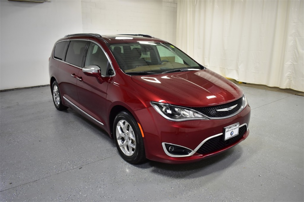 <center><b>Used 2017 Chrysler Pacifica </b></center>