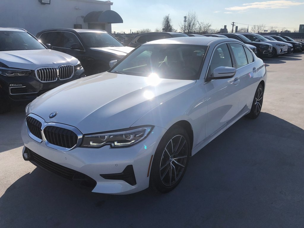 <center><b>2020 BMW 3 Series 330i xDrive Sedan</b></center>