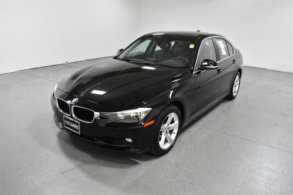 <center><b>Pre-Owned 2015 BMW 328i xDrive</b></center>