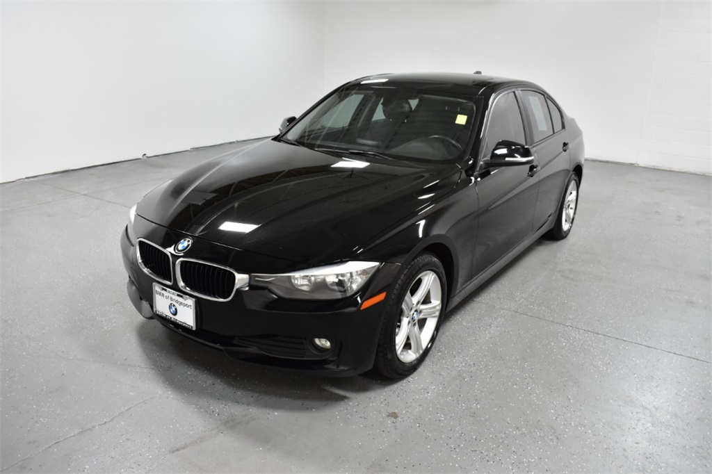 <center><b>Pre-Owned 2015 BMW 320i xDrive</b></center>