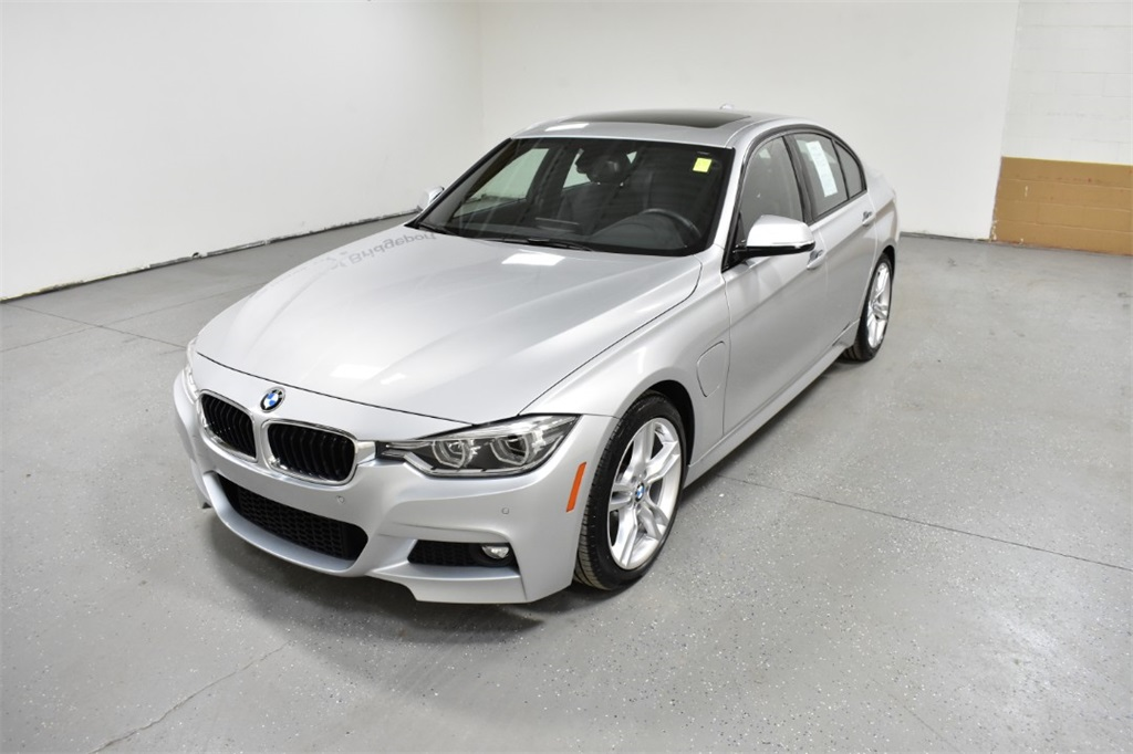 <center><b>Certified Pre-Owned 2018 BMW 330e iPerformance Plug-In Hybrid</b></center>